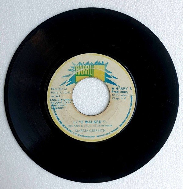 Marcia Griffiths - Love Walked In